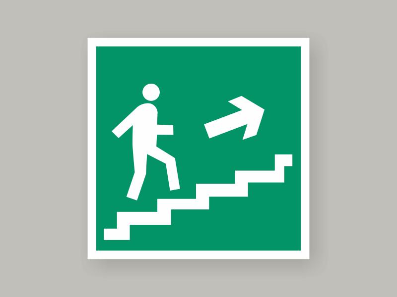 Табличка направление к эвакуационному выходу по лестнице вверх Е15