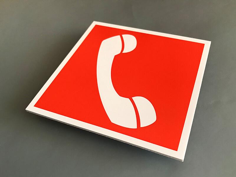 Табличка телефон для использования при пожаре (в том числе телефон прямой связи с пожарной охраной) F05